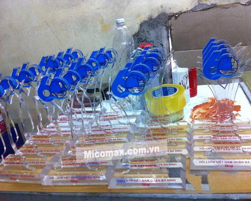 Micomax chuyên gia công kỷ niệm chương mica theo yêu cầu