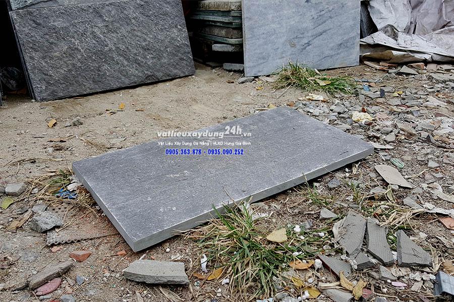 Đá chẻ xanh đen Hòa Sơn 30x60 cm
