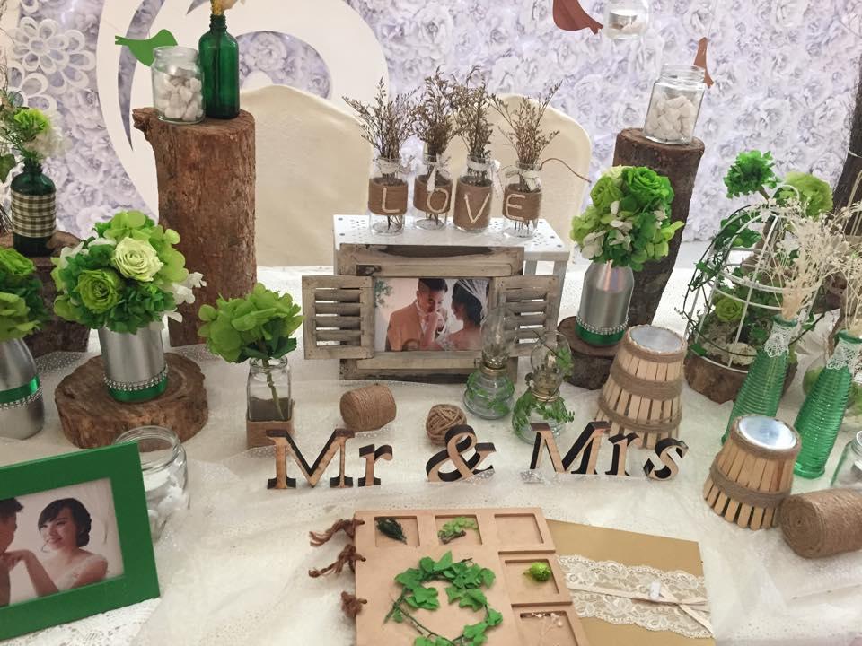 phụ kiện mộc mạc trang trí tiệc cưới
