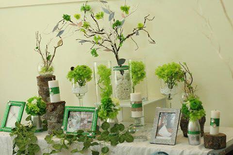 trang trí tiệc cưới màu xanh lá emerald