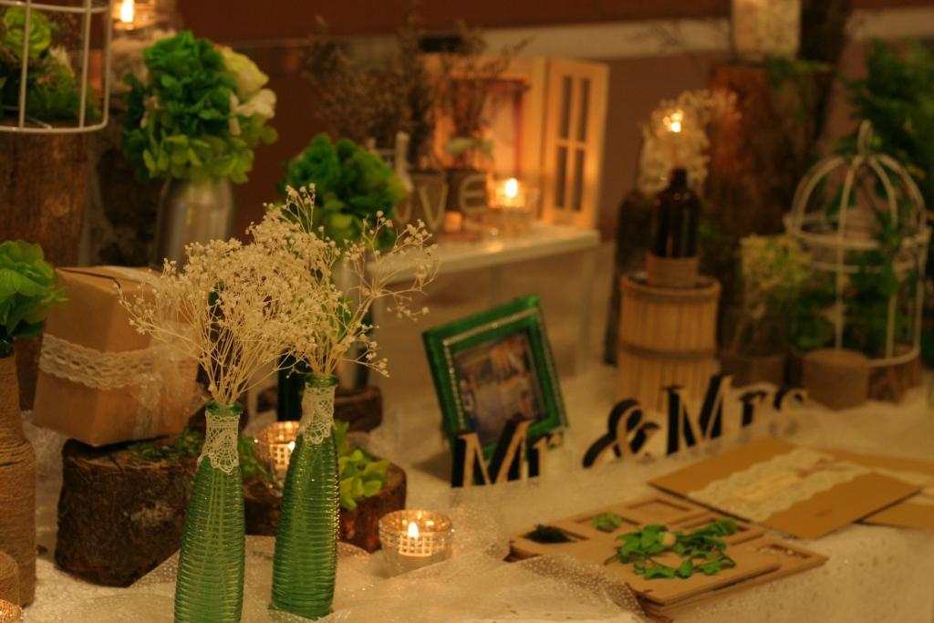các chai lọ phụ kiện cho tone màu rustic trang trí tiệc cưới