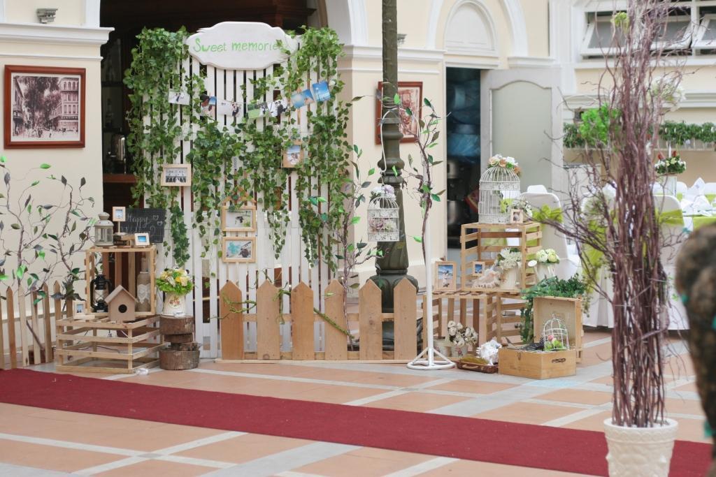 tiều cảnh trang trí tiệc cưới phong cách mộc mạc