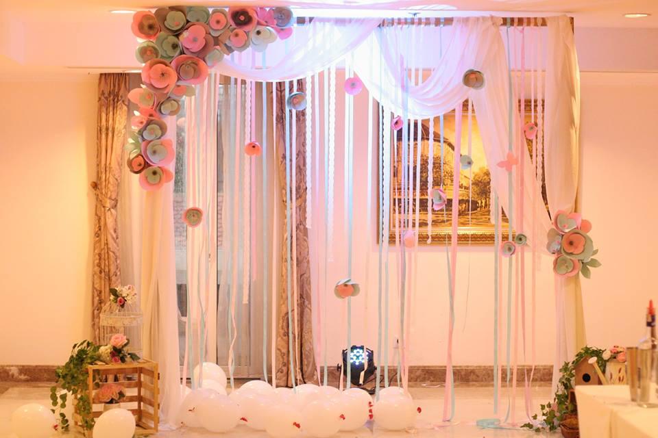 backdrop hoa giấy -ruy băng phong cách Tây Phương