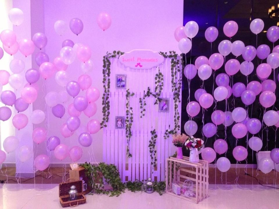 backdrop bong bóng trang trí tiệc cưới hồng tím