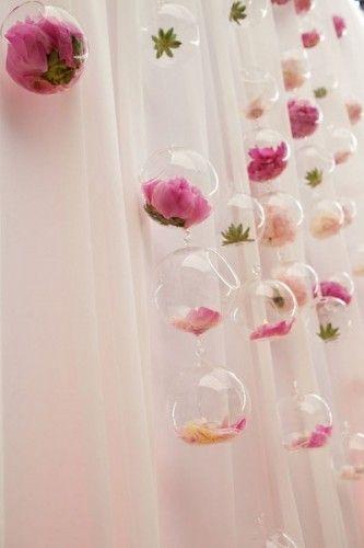 Backdrop lọ hoa thủy tinh rơi
