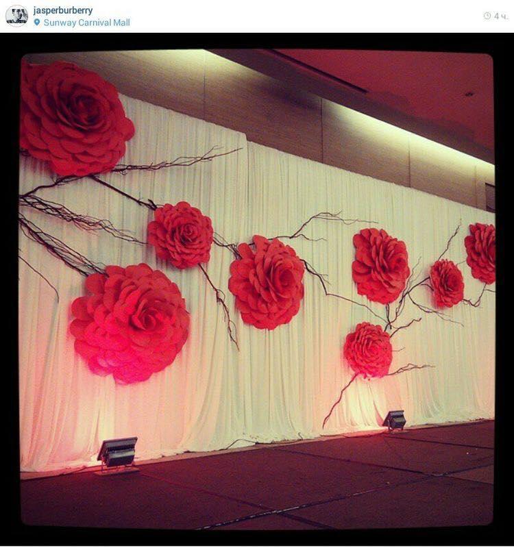 backdrop hoa giấy đỏ - voan trắng