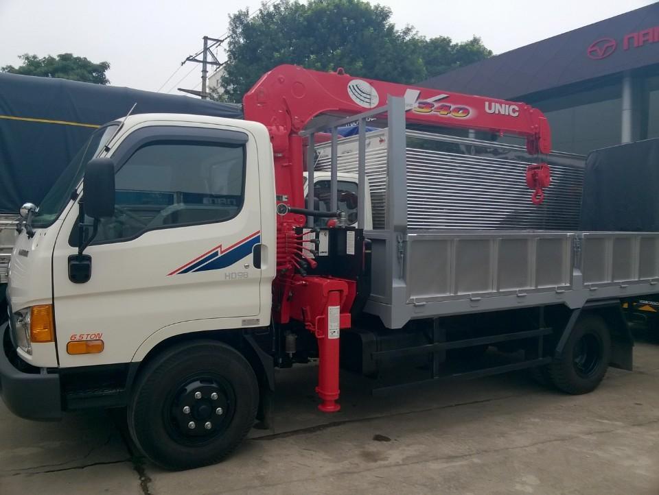 Xe tải gắn cẩu 3 tấn Unic URV343