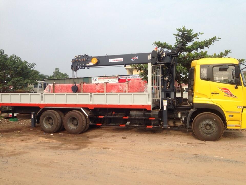 Ô tô cẩu tự hành Dongfeng C260 gắn cẩu Atom 7 tấn