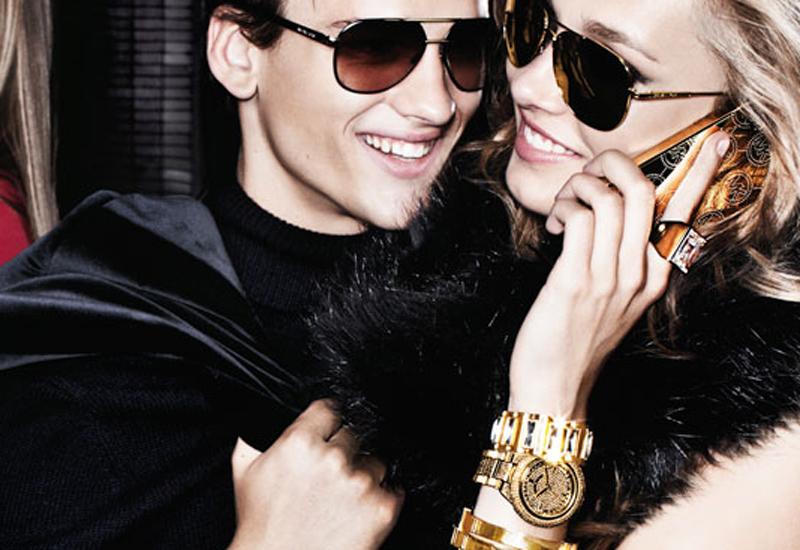 Ảnh minh họa: Người mẫu Michael Kors nổi bật với đồng hồ cá tính