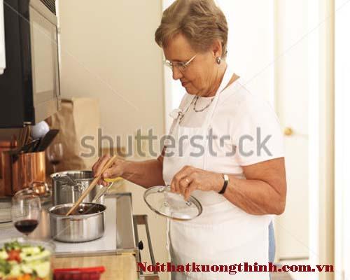 cách sử dụng bếp cho người già