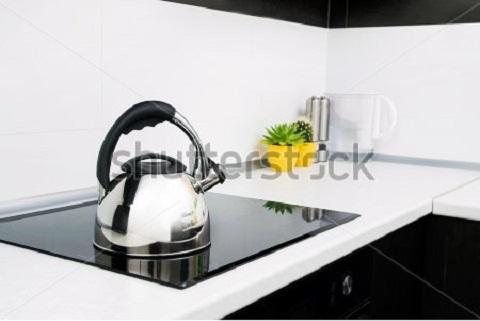 Bạn có biết cách vệ sinh bề mặt bếp từ?