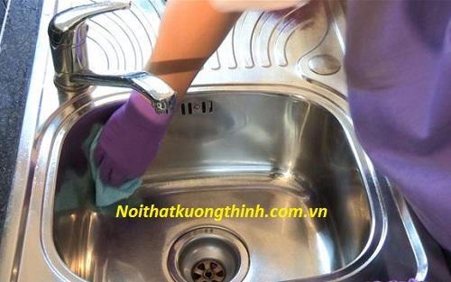 Hướng dẫn vệ sinh chậu rửa bát inox