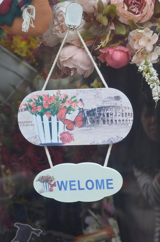 Kệ gỗ Welcome 1