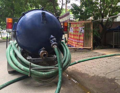 bồn cầu rút nước chậm