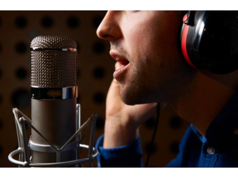 Mách bạn bí quyết để hát karaoke hay hơn