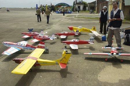 Đốt tiền chơi máy bay mô hình