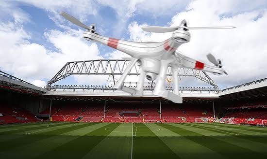 Điều khiển drone trong sân vận động cũng được xem là vi phạm pháp luật tại Anh