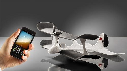 Ứng dụng điều khiển Smart Plane được xây dựng để mô phỏng không gian của buồng lái máy bay thực tế.