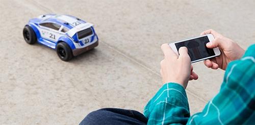 MOTO TC Rally là một chiếc xe hơi điều khiển từ xa qua smartphone.