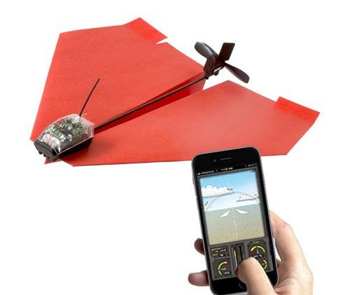 Bộ kit PowerUp 3.0 biến một chiếc máy bay giấy thông thường thành một máy bay điều khiển từ xa.