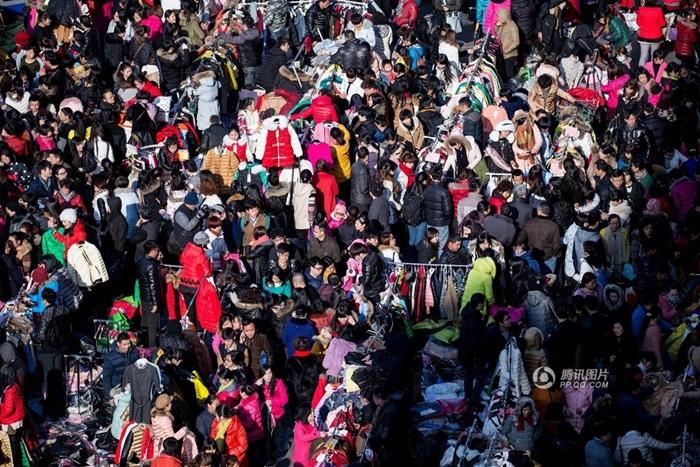 hỗn loạn thị trường bán buôn quần áo tại hà nội