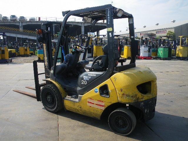 xe nâng động cơ dầu 2 tấn - cao 3 mét komatsu FD20T