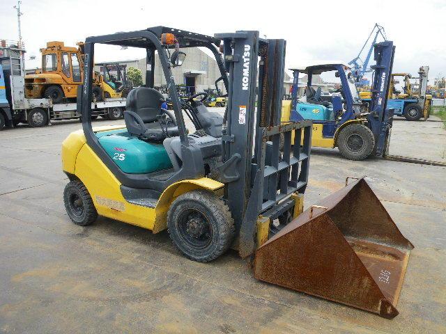 xe nâng chạy dầu komatsu 2,5 tấn - cao 3 mét