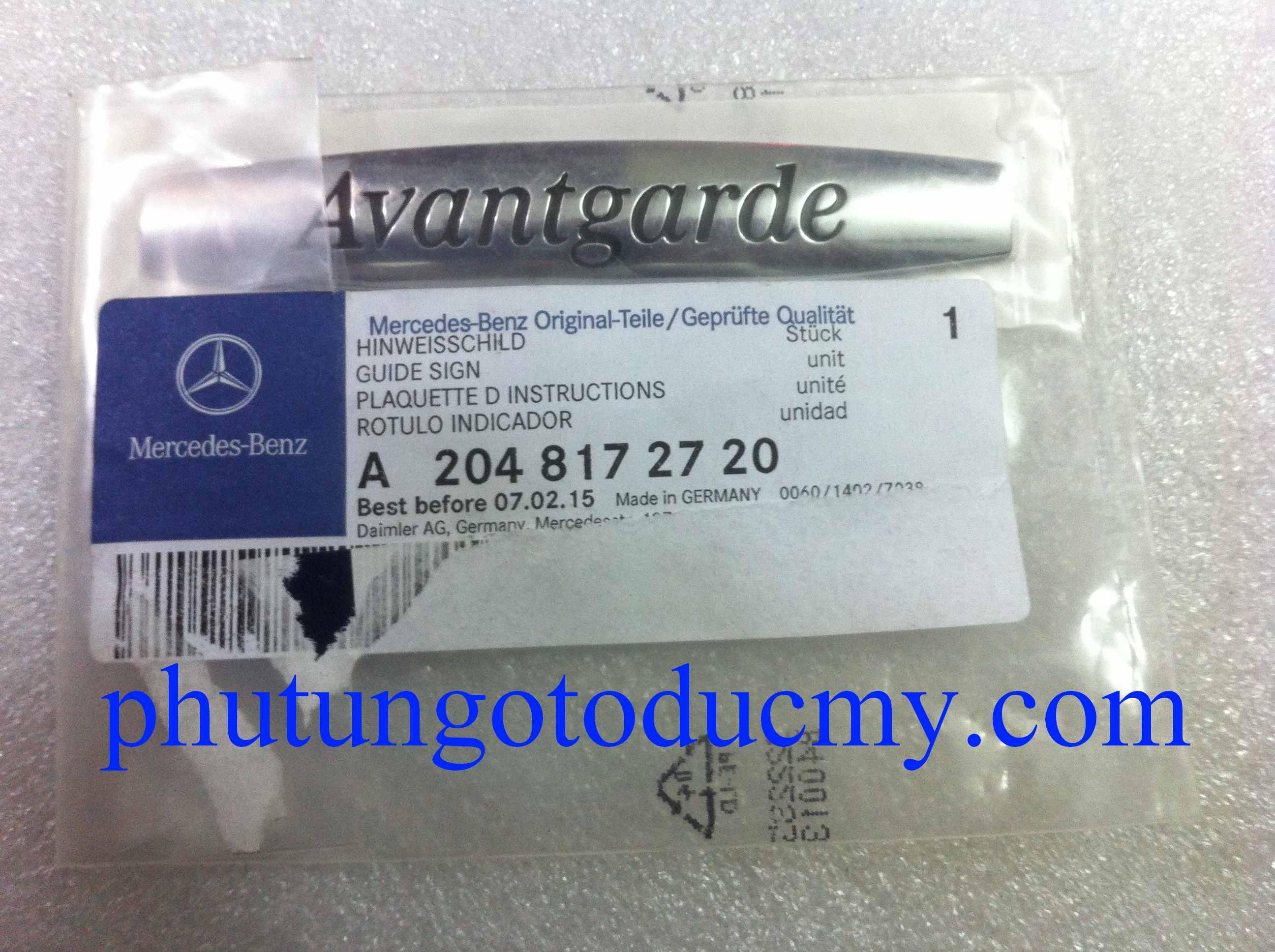 Chữ Avantgarde tai xe Mercedes C class- A2048172720