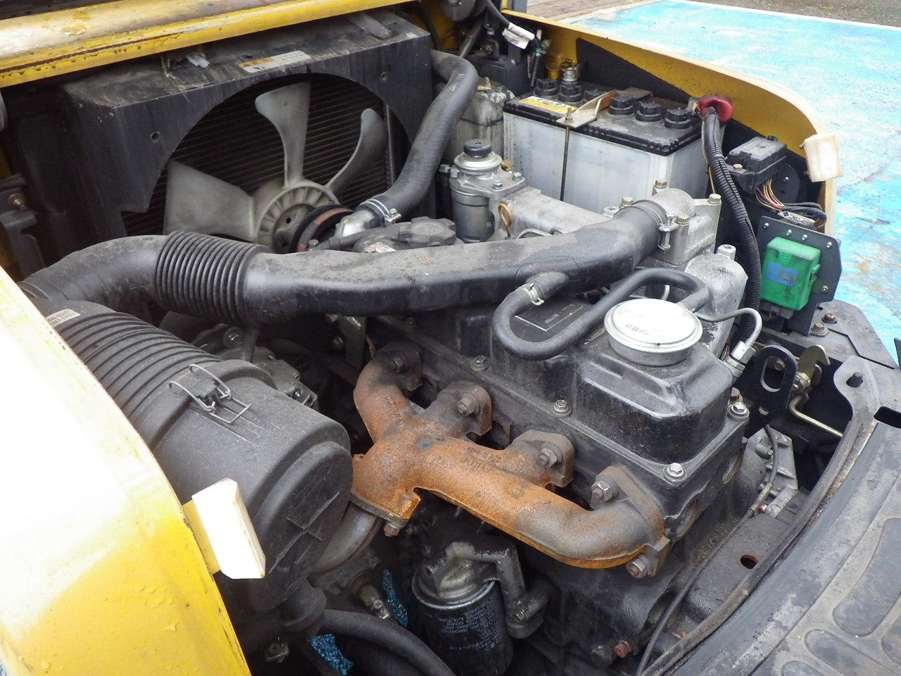 xe nâng động cơ dầu cũ 3 tấn nâng cao 4 mét đời 2010