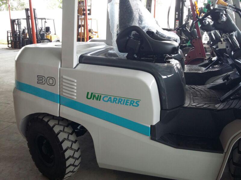 Xe nâng động cơ dầu mới TCM 3 tấn