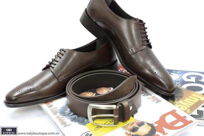 Lựa chọn thắt lưng với giày da