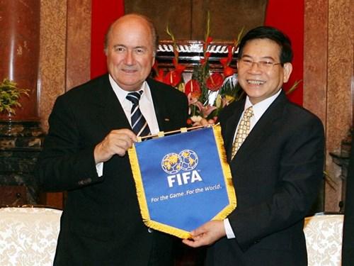 cờ lưu niệm giao lưu bóng đá