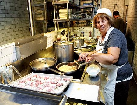 Xu hướng nấu ăn bằng bếp từ ngày càng phổ biến