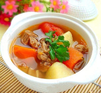 Nấu canh xương khoai tây bằng bếp từ Munchen