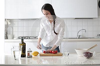 Thời gian nội trợ được rút ngắn với bếp điện Giovani G 22E