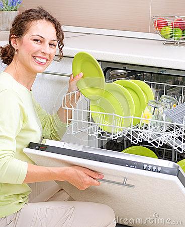 Giải pháp tuyệt vời cho các bà nội trợ bận rộn với máy rửa bát Giovani