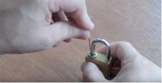 Bình Nguyên hướng dẫn cách mở ổ khóa số khi quên mật khẩu 2