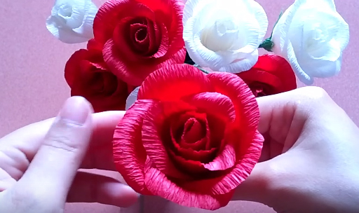 làm hoa hồng giấy nhún