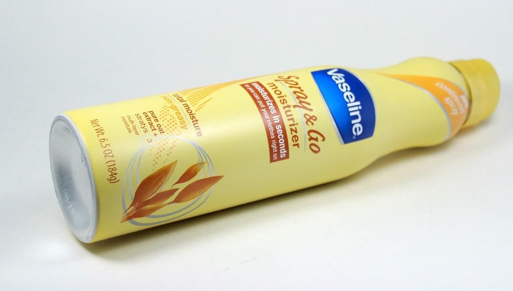 Xịt Dưỡng Ẩm Vaseline Spray & Go (184g)