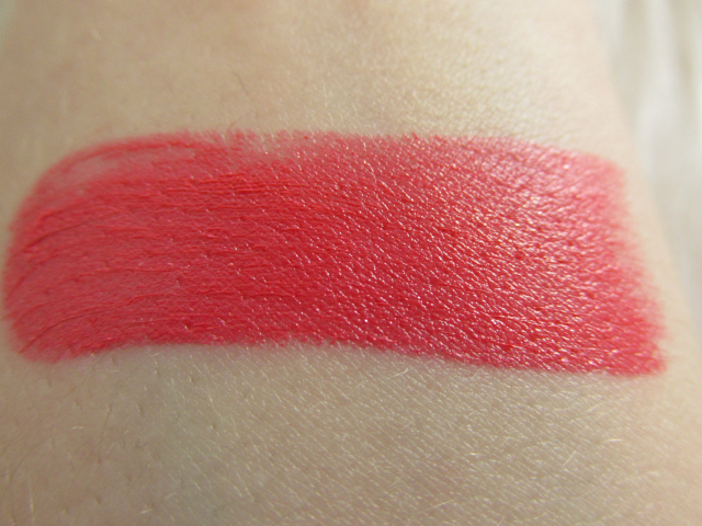 Son môi Revlon Ultra HD 825 Hydrangea swatch 2