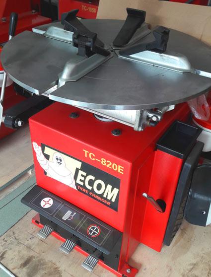 máy tháo vỏ xe TC820E, máy ra vảo xe tay ga, máy cậy vỏ xe ga