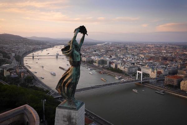 Chùm ảnh châu Âu đẹp đến ngoạn mục được chụp từ trên không trung 11