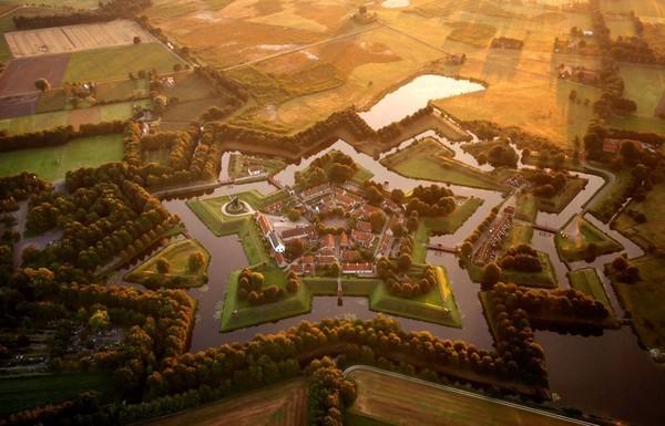 Chùm ảnh châu Âu đẹp đến ngoạn mục được chụp từ trên không trung 15