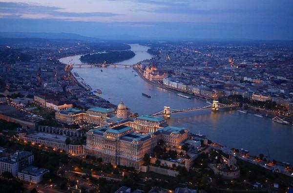 Chùm ảnh châu Âu đẹp đến ngoạn mục được chụp từ trên không trung 7