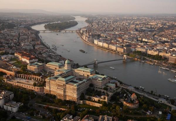 Chùm ảnh châu Âu đẹp đến ngoạn mục được chụp từ trên không trung 6