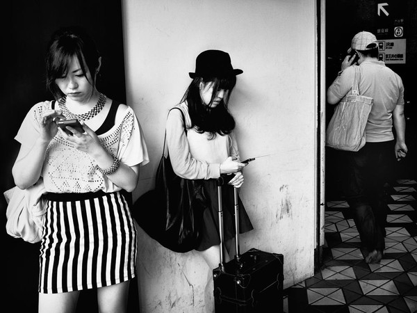 Những tấm ảnh đen trắng đầy cảm xúc về người dân Tokyo 3