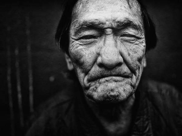 Những tấm ảnh đen trắng đầy cảm xúc về người dân Tokyo 12
