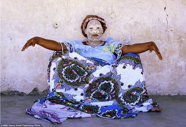 Bức tranh đời sống chân thực của các bộ tộc du mục châu Phi 13