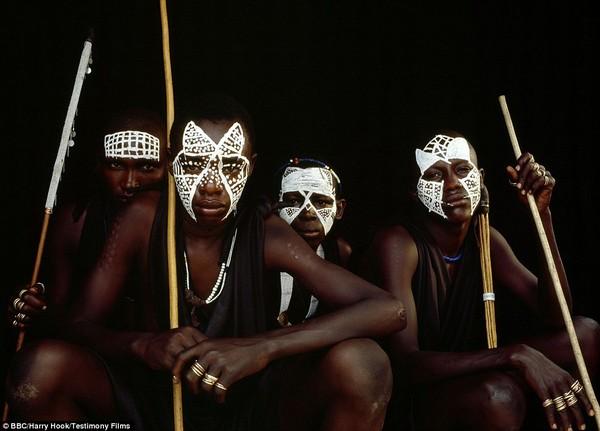 Bức tranh đời sống chân thực của các bộ tộc du mục châu Phi 12