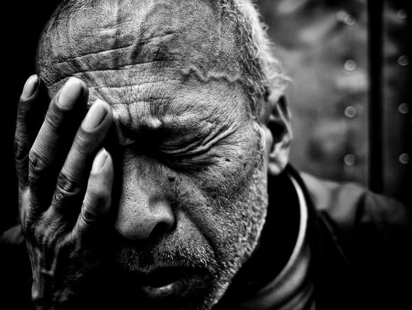 Những tấm ảnh đen trắng đầy cảm xúc về người dân Tokyo 13